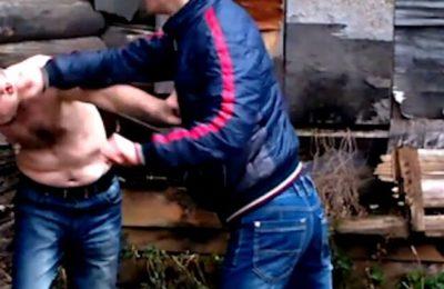Руками, ногами и деревянным бруском…